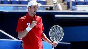 Медведев обыграл Фоньини и пробился в четвертьфинал Олимпиады-2020