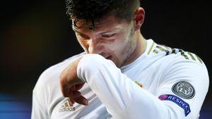Форвард «Реала» Йович сломал ногу на карантине. Сказал, на тренировке, но оказалось — после падения с дома