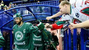 Капитан чемпиона КХЛ не играл полгода. Вернулся и помучался в игре с безнадежным аутсайдером