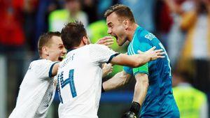 «Футболисты сборной читали всю критику, косточки болельщикам перемывали». Акинфеев вспоминает ЧМ