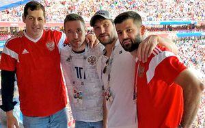 «Болели как могли». Знаменитости тоже отмечают победу сборной России