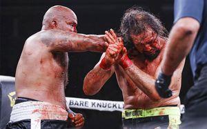 В США прошел боксерский турнир без перчаток. Было море крови