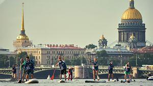 Перекрытая Нева и гонка вокруг Петропавловской крепости. Как Red Bull Невский Sup провел турнир по сапсерфингу