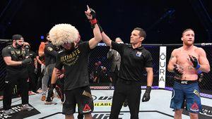 «29-я победа «Орла». Легенда». Сборная России по футболу поздравила Хабиба с успешной защитой титула в UFC