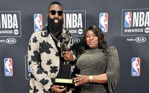 Харден— MVP, Бен Симмонс— лучший новичок. ВЛос-Анджелесе прошел баскетбольный Оскар