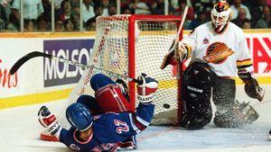 Легендарный гол русского хоккеиста Ковалева. Обманул вратаря, забил в падении и попал на обложку компьютерной игры