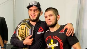 Хабиб хотел передать свой пояс UFC другу. Но теперь Махачева может опередить даже Макгрегор
