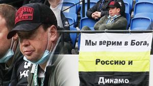 Самый яркий перфоманс тура: Слуцкий увидел баннер про Бога, Россию и «Динамо». Главные фото матча