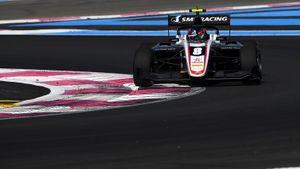 Смоляр выиграл первую гонку этапа Формулы-3 во Франции
