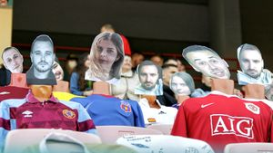 В Белоруссии продавали виртуальные билеты на матч. Места на стадионе заняли манекены