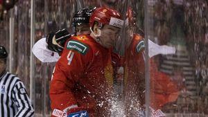 Канадец сломал русского защитника ударом в голову. Алексеев вернулся, чтобы биться за место в НХЛ