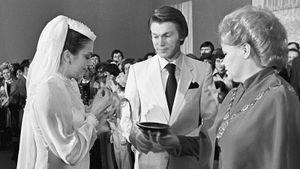 Какой была свадьба звезд советского спорта Блохина и Дерюгиной. Жених в белом и банкет в ресторане «Киев»