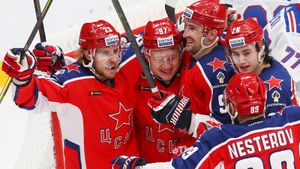 Вплей-офф КХЛ нестоит ждать больших сенсаций. ЦСКА— фаворит, наэтом можно заработать