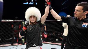 «Не хотел подвести семью». Брат Хабиба Умар — о победе в UFC и легендарной папахе