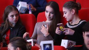Трусова показала программу с пятью четверными, Бойкова процитировала Блока. Реакция русских фигуристов на отмену ЧМ