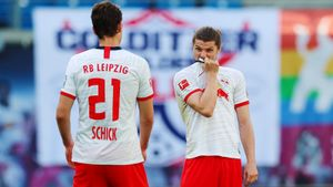 «Лейпциг» скрыл заражение Забитцера, воФранции прошел несанкционированный матч. Карантинные новости футбола