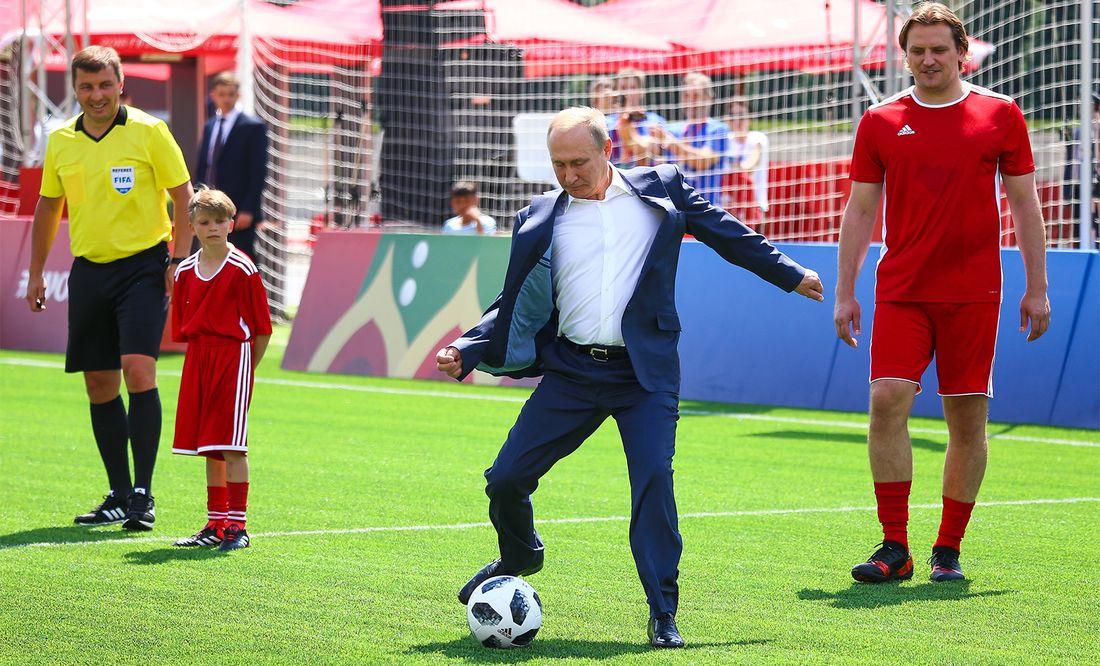Это сильный человек, иначе он не управлял бы Россией столько лет. Фигу  о Путине