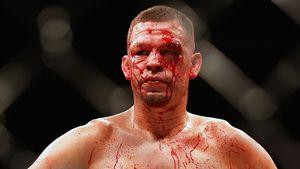 Лицо главного гангстера в UFC заливало кровью, но он чуть не вырубил соперника. Нейт Диаз— народный чемпион