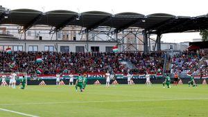 Футболисты сборной Ирландии встали на колено перед игрой с Венгрией. Болельщики их освистали