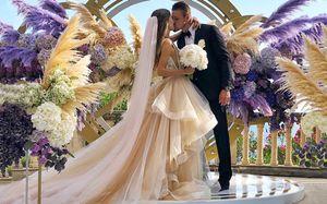 Два хоккеиста сборной России женились водин день. Невесты— просто красавицы