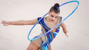 Дина Аверина рэповала, Арина Аверина зажгла под «Bella Ciao», а потом упала. Главное о крутом турнире в Москве