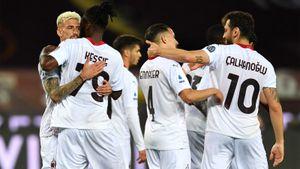 «Милан» разгромил «Торино» на выезде, забив 7 голов. «Интер» обыграл «Рому»