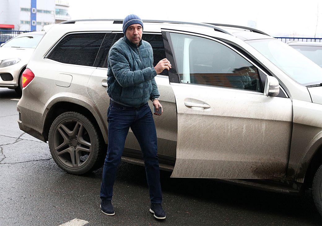 Трехкратный владелец  Кубка Гагарина избил девушку наулице