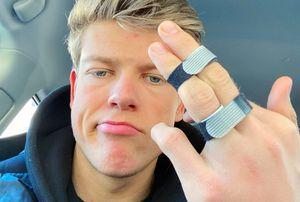 Клэбо признался, что сломал палец на боксерском автомате. И поздравил Большунова с победой в КМ