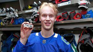 Лучший новичок в НХЛ. Ему всего 19 лет, а он уже чемпион мира, и его сравнивают с Буре