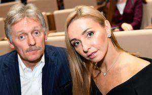 «Он принес с работы». Навка рассказала о заражении коронавирусом от мужа — пресс-секретаря Путина