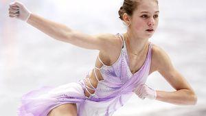 Трусова в новом платье, Щербаковой аплодировал Мишин. Прокаты фигуристок за 7 часов до старта чемпионата России