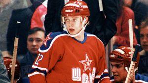 Легендарному голу Буре — 30 лет. Он издевательски обыграл защитника и впервые забил клубу НХЛ: видео