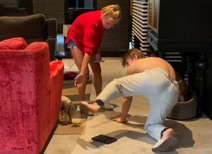 Ягудин и Тотьмянина сыграли в собаку и хозяйку на карантине. Олимпийский чемпион выполнил 4 команды: видео