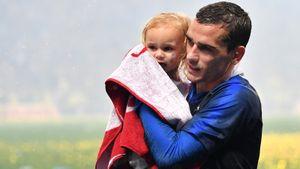 Три ребенка футболиста «Барселоны» Гризманна родились в один день с разницей в несколько лет