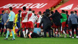 По окончании матча «Монако» — «Лион» между игроками произошла потасовка. Троим были показаны красные карточки