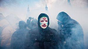 Беспорядки на Манежке в 2010-м: фанат в маске со знаменитого фото рассказал, как все было на самом деле