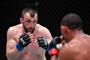 Король кунг-фу из Дагестана побил ветерана UFC. В Китае Салихова называют «телохранителем Путина»