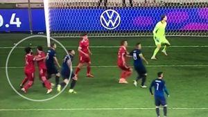 «Что это было? Такого я не видел никогда!» Защитников сборной России высмеяли после гола от Словакии: видео