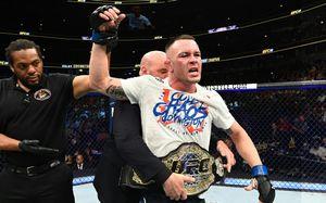 В UFC появился новый чемпион. Он собирается отдать свой пояс Трампу