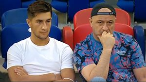«Зарплата больше, чем в ЦСКА. Но речь не о суммах, из-за которых уходят из клуба». Отец Марадишвили о переходе сына