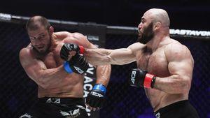 Исмаилов вернулся после победы над Емельяненко и выиграл еще один бой. На этот раз он побил звезду Урала Штыркова