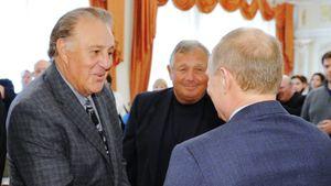 Путин наградил Орденом Дружбы легендарного канадского хоккеиста Фила Эспозито