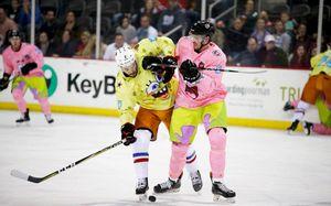 Две самые странные формы в истории хоккея. Из «Спанч Боба»