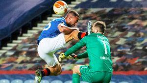 Жуть в Лиге Европы: вратарю «Славии» распороли лицо, а игрок «Рейнджерс» избил соперника после матча из-за расизма