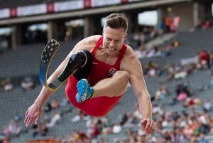 Немецкий паралимпиец побил мировой рекорд в прыжке в длину. Его результата хватило бы для золота ОИ