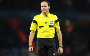 УЕФА объявил судей на финальные матчи Лиги чемпионов и Лиги Европы