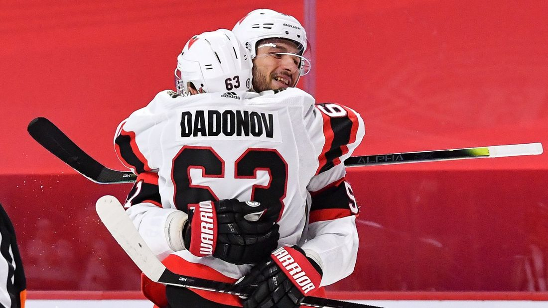 В Америке крутят шикарный трюк русского хоккеиста. Анисимов выдал голевой пас на находившегося за спиной партнера