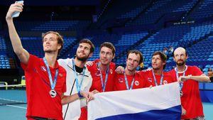 Медведев иХачанов вывели Россию в1/4 нового крутого турнира. Марат Сафин ведет парней кпобеде