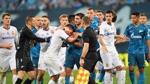 Вместо двух красных Азмуну в Питере удалили игрока ЦСКА. Вилков не справился с главным матчем столиц