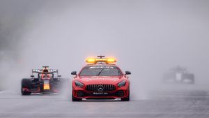 Сюр в Формуле-1: проехали 3 круга за «сэйфти-каром», слабая машина получила много очков. Как так?
